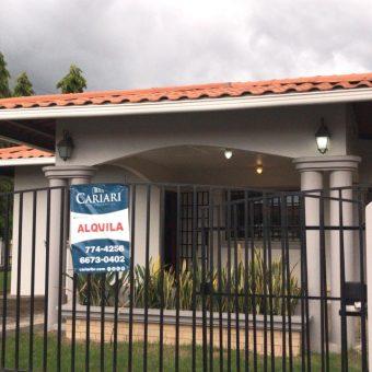 Alquiler de Hermosa Casa en Villa Ana.