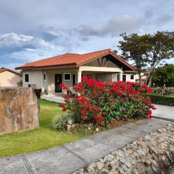 Hermosa Residencia en Alquiler en Los Molinos