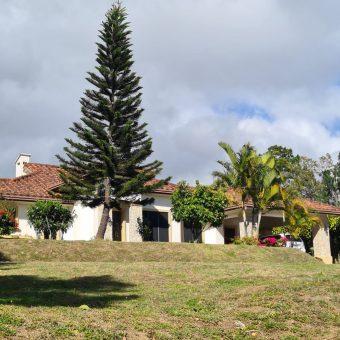 Hermosa Residencia en Venta en El Area de Volcancito – Alto Boquete