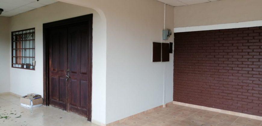 Se Alquila Amplia Residencia con Una Excelente Ubicación en Urbanizacion Ríos